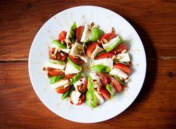 Stockvault-tomato-mozzarella-salad133058-1