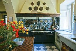 Kitchen-at-tuscan-villa
