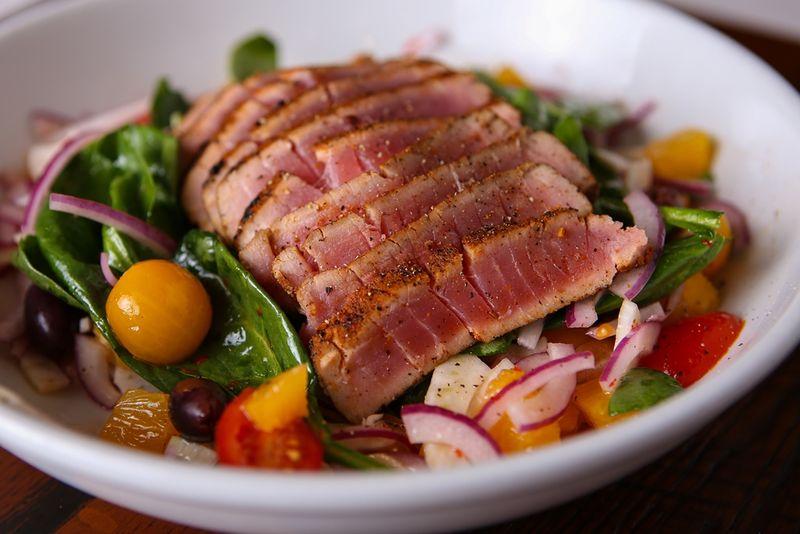 Biaggi's-Ahi-Tuna-Salad