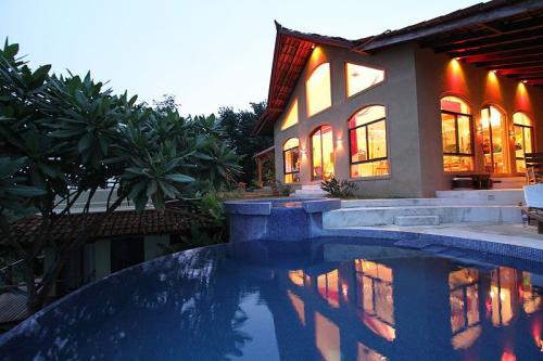 Anamaya-Resort-lodge-and-pool