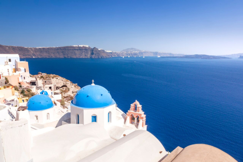 Typical-view-at-oia-santorini-greece