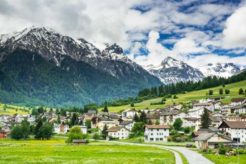 Mustair-village-in-switzerland-alps-4C9BDPV